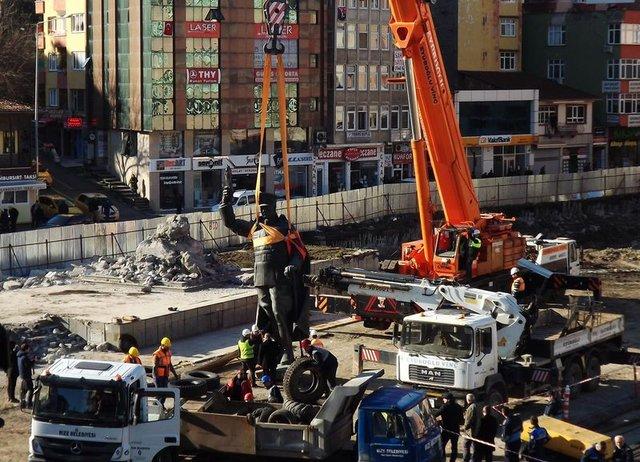 Rize'de Atatürk heykelinin kaldırılması tepkiyle karşılandı