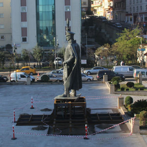 Rize'deki Atatürk heykeli yeni yerinde