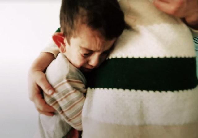 O evde ayna yasak! Her defasında eve gidip ağlıyor...