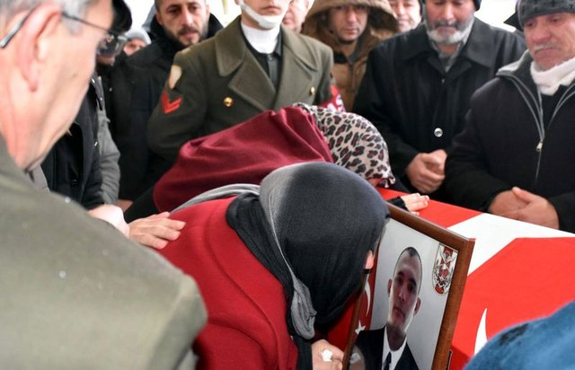 Türkiye şehitlerini uğradı, gözyaşları sel oldu