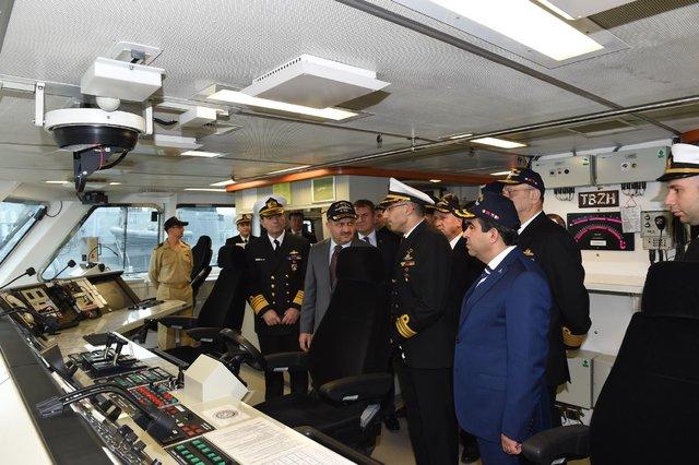 Bakan Fikri Işık Gölcük Donanma Komutanlığı'nı ziyaret etti