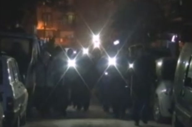 Manisa'da mahalle sakinlerinden el fenerli eylem