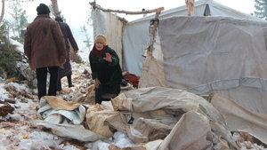 İdlib'de kar yağışı nedeniyle çadırlar çöktü: 2 çocuk yaşamını yitirdi