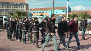 Balıkesir'de göçmen kaçakçıları yakayı ele verdi