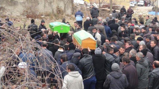 Kütahya'daki yangında ölen Berat ve Berkay kardeşler toprağa verildi
