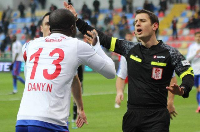 Süper Lig'in ilk yarının kapanış haftasında skandal hakem kararları damga vurdu.