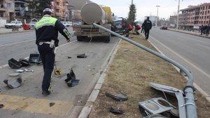 Kütahya'da asit tankeri otomobile çarptı