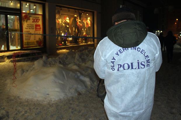 AVM'nin çatısından düşen kar çocuğu ağır yaraladı