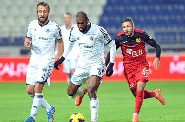 Beşiktaş, Babel'in ardından Eto'o ve Rakitskiy'nin peşine düştü