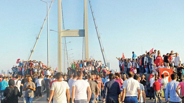 2016'da Türkiye'de baş döndüren siyaset