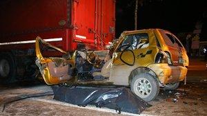 Bursa'da otomobil TIR'a çarptı: 1 ölü, 1 yaralı
