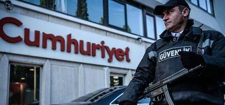 """Cumhuriyet çalışanının tutuklanma gerekçesi """"hakaret"""""""