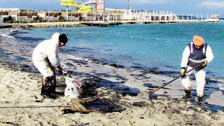 İzmir Çeşme'deki petrol sızıntısından oluşan deniz kirliliği