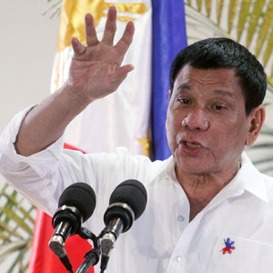 Duterte'den yeni tehdit: Sizi helikopterden aşağı atarım