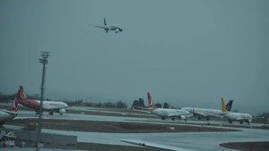 Şiddetli rüzgar İstanbul'da hava trafiğini aksattı