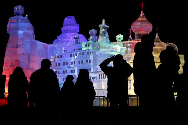 """Moskova'daki """"Buz Parkı"""" ziyaretçileri büyüledi"""