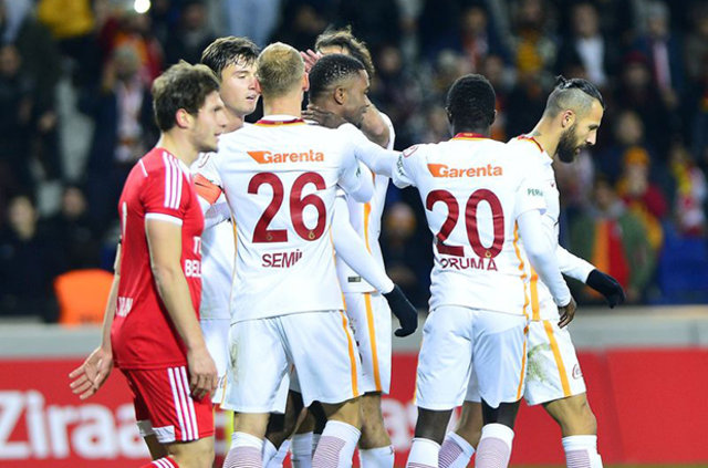 Galatasaray, sözleşmeleri devam eden Endoğan Adili, Jem Paul Karacan, Umut Gündoğan, Emrah Başsan ve Lucas Ontivero'yla yollarını ayırıyor