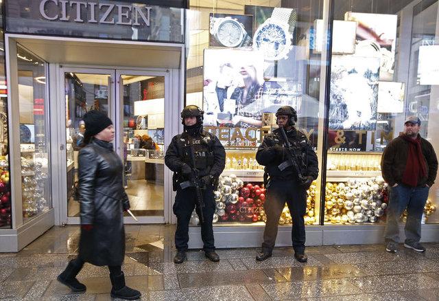 Dünya'da terör alarmı! 10 binlerce polis sokakta...