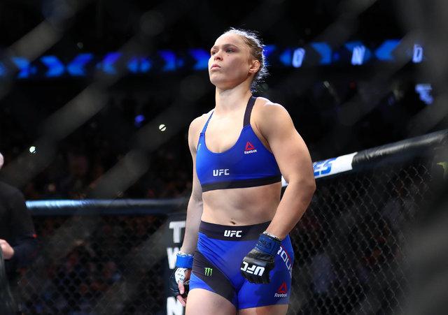 Güzel oyuncu Ronda Rousey 48. saniyede nakavt oldu!