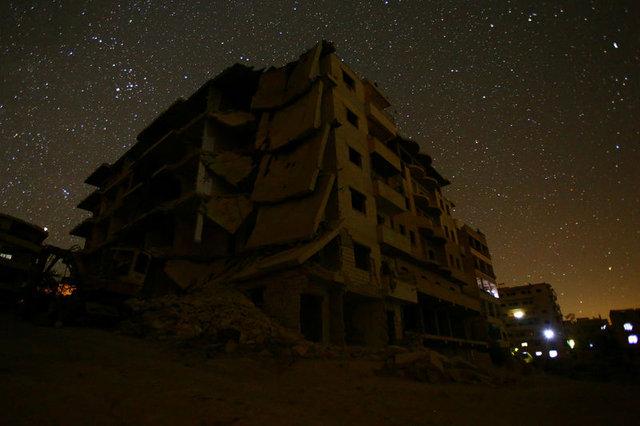Suriye'de silahlar sustu, sokaklar yıldızlara kaldı...