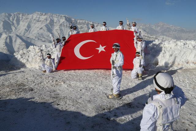 Mehmetçik Hakkari'de yeni yıla elleri tetikte giriyor