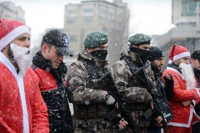 """Taksim'de """"özel harekat polisli"""" yılbaşı önlemi"""