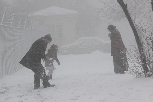 İstanbul Çamlıca Tepesi'nde kar keyfi
