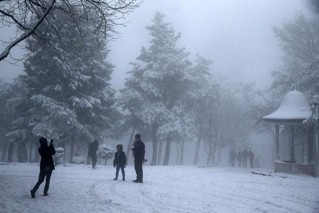 Çamlıca Tepesi'nde kar keyfi