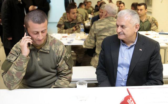 Başbakan Binali Yıldırım'dan mehmetçiğe moral ziyareti