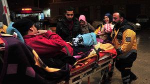 Yolu kapanan mahalleden hasta kurtarma operasyonu