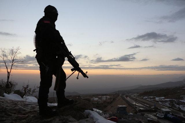 Şırnak'ta yılbaşı günü karlı dağlarda terörist avı