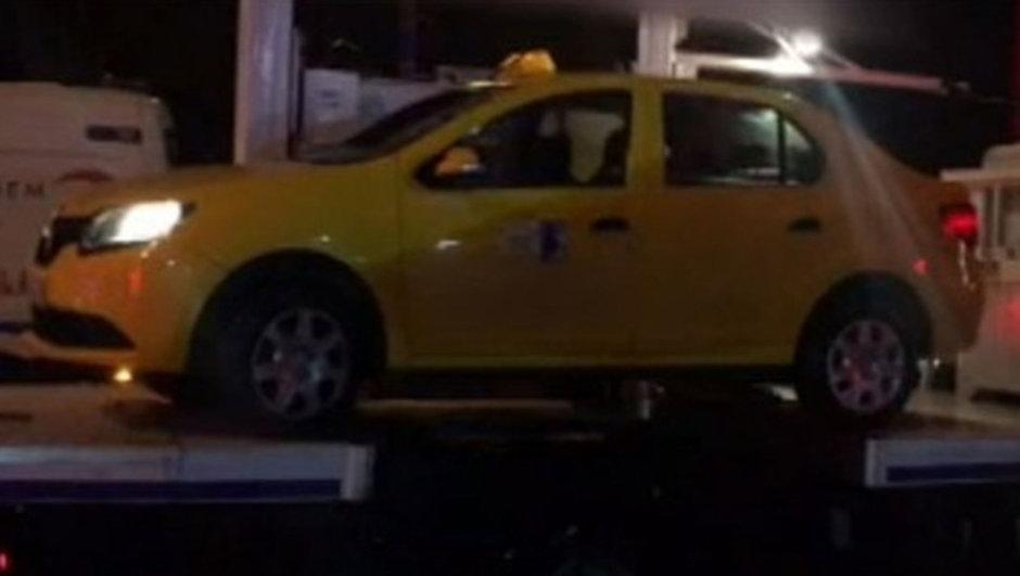 Reina'nın önündeki ticari taksi