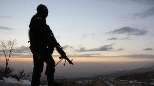 Yılbaşı günü karlı dağlarda terörist avı