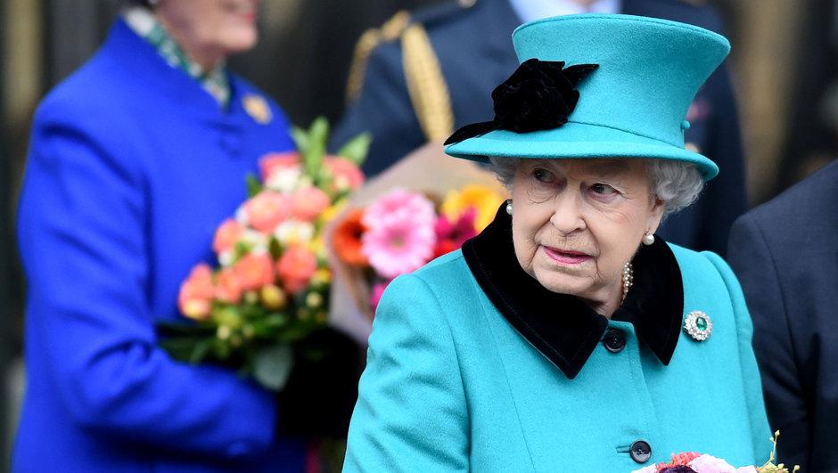 ingiltere kraliçesi 2. elizabeth