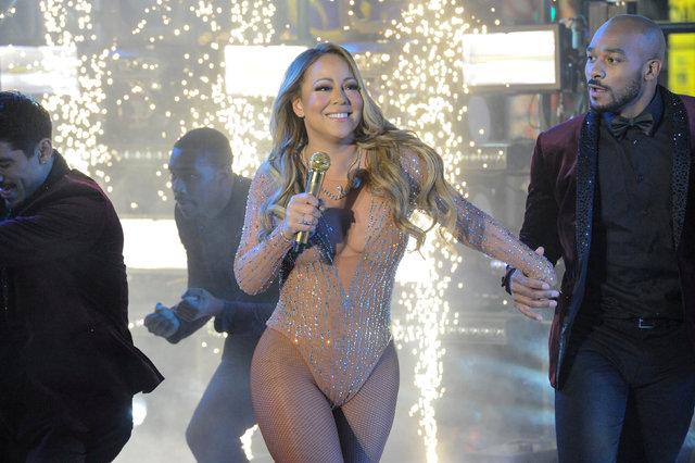 Mariah Carey sahneyi terk etti!