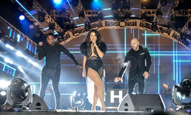 Hadise Bakü'de konser verdi