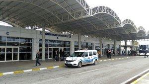 """Antalya Havalimanı'nda bir adam """"Üzerimde bomba var"""" diye bağırdı"""