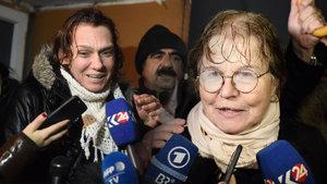 Aslı Erdoğan ve Necmiye Alpay'ın yurtdışı çıkış yasağının kaldırılması talebi reddedildi