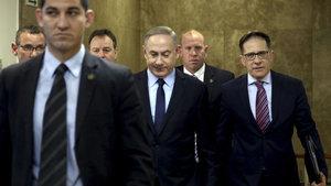 Binyamin Netanyahu polise  3 saat ifade verdi
