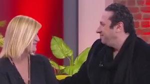 Ünlü sunucu Özge Uzun'a canlı yayında evlenme teklifi