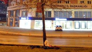 AK Parti binasının yakınına bırakılan poşet tedirginlik yarattı