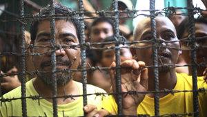 Hapishaneyi basıp mahkumları kaçırdılar