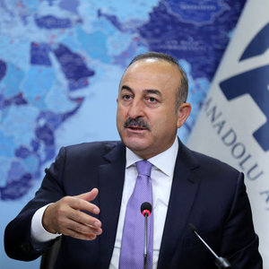 Çavuşoğlu: Silah verdiğin YPG'lileri kontrol edemiyorsun, seni takmıyor
