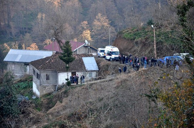 Trabzon'da cinnet! Annesi ve kardeşini öldürdüğünü jandarmada öğrendi!
