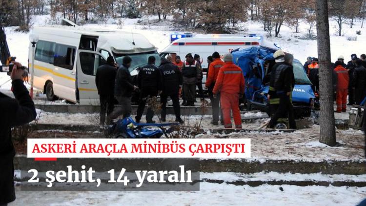Çorum'da İl Jandarma Komutanlığı'na ait askeri araçla yolcu minibüsünün çarpışması sonucu 2 asker şehit oldu, 14 kişi yaralandı.