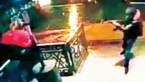Reina saldırısındaki kırmızı montlu vale hayatta