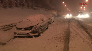 TEM Otoyolu'nda çok sayıda sürücü mahsur kaldı