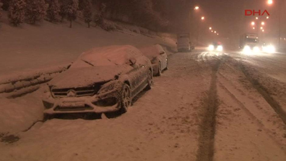 İstanbul yoğun kar yağışı TEM Otoyolu