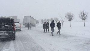 Bursa-İzmir yolu kapandı