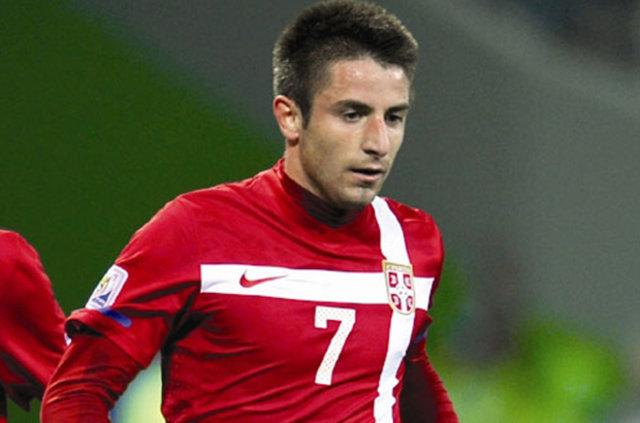 Mehmet Ekini'nin boşluğunu doldurmak isteyen Trabzonspor, Zoran Tosic ve Riyad Boudebouz'u gündemine aldı